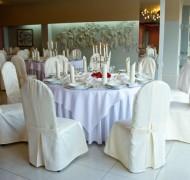 Przyjęcie weselne przy okrągłych stołach